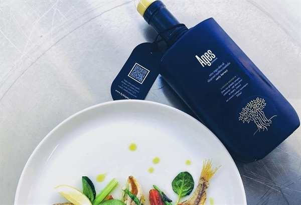 Private_chefs_team : With the best olive oil we ever used !